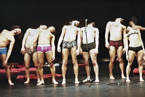 Les Ballets C de la B chahutent la normalité - Critique sortie Avignon / 2010