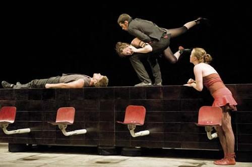 Compte de faits - Critique sortie Avignon / 2010