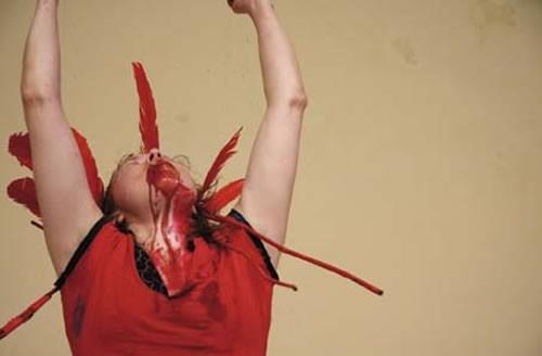 Julie Andrée T., performeuse - Critique sortie Avignon / 2010