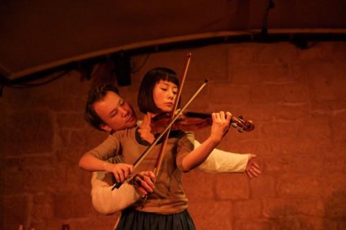 Compagnie Ôbungessha, «La violoniste et l'esprit de la chaise» - Critique sortie Avignon / 2009