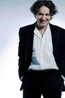 <p>Entretien Laurent Gachet<br> Le cirque des origines</p> - Critique sortie Théâtre