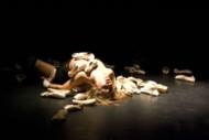 Crédit : DR Légende : Auréline Roy danse Contraintes et pressions, son premier solo « chorégraphique ».
