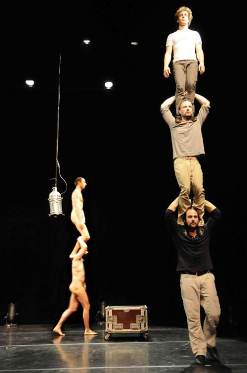 Coulisses - Critique sortie Avignon / 2011