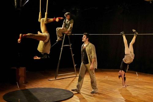 Ahoüt - Critique sortie Avignon / 2011