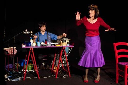 Une Femme seule - Critique sortie Avignon / 2011