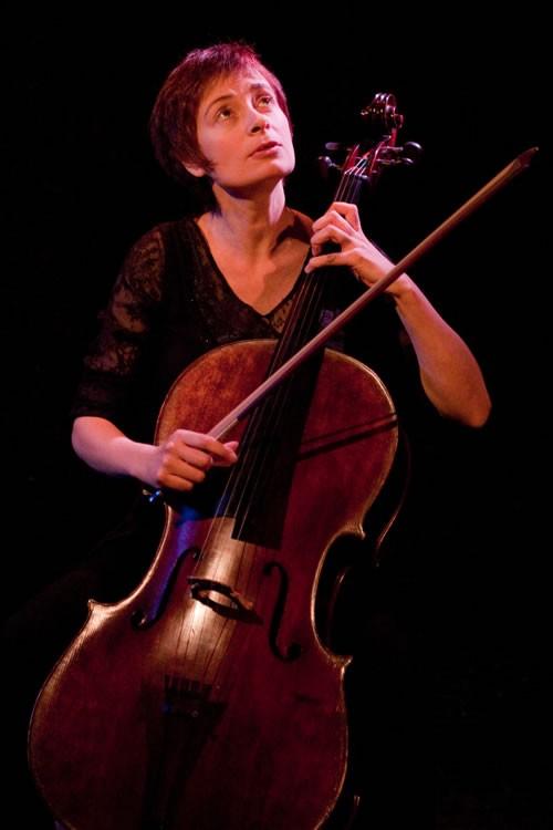 Violoncelle sur canapé - Critique sortie Avignon / 2011