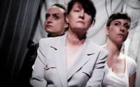© David Krüger Légende : Leïla Guérémy, Julie Dumas et Béatrice Michel interprètent trois femmes au cœur de la tragique prise d'otages du théâtre Doubrovka à Moscou en 2002.