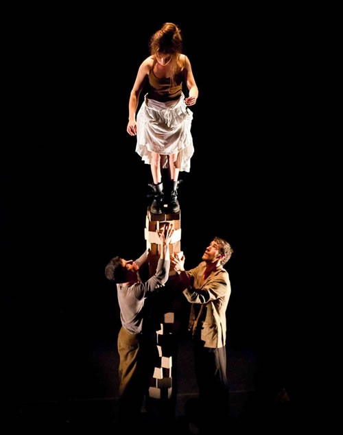 Six pieds sur terre - Critique sortie Avignon / 2012