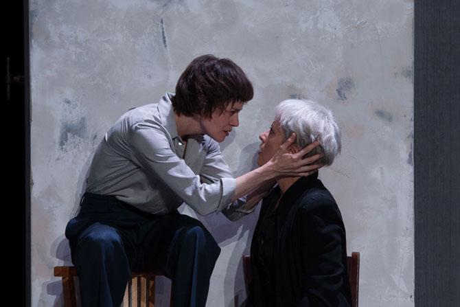 Marc Paquien met en scène une lumineuse Antigone - Critique sortie Théâtre Paris Comedie française-Théâtre du Vieux-Colombier