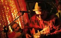 Aux côtés d'Aldo «Macha» Asenjo, on retrouve dans ce groupe le percussionniste Danilo Donoso, membre des mythiques Inti Illimani Histórico. (c) Fabiola Soto Rivera