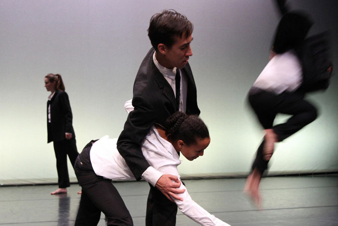 Faux mouvement - Critique sortie Danse Pantin Centre national de la danse