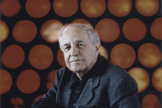 © Harald Hoffmann / DG Concert exceptionnel sous la pyramide du Louvre : Pierre Boulez dirige Ravel.