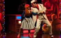 Crédit photo : Benoite Fanton / WikiSpectacle Légende : Polly et Mackie, les amoureux du Cabaret de 4 sous.
