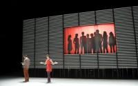 Crédit photo : Brigitte Enguérand Légende : « Les comédiens de Stanislas Nordey dans le théâtre de Living ! »
