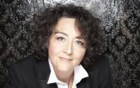 Crédit photo : Simon Fowler Légende : Nathalie Stutzmann, de la voix à la direction.
