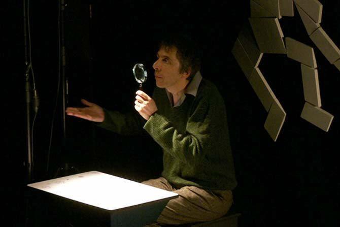 Le Benshi d'Angers et L'Homme qui valait 35 milliards - Critique sortie Théâtre Paris Centre Wallonie-Bruxelles