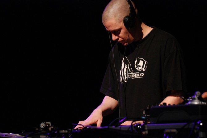 DJ GRAZZHOPPA'S DJ BIG BAND - Critique sortie Jazz / Musiques Montreuil Nouveau Théâtre de Montreuil