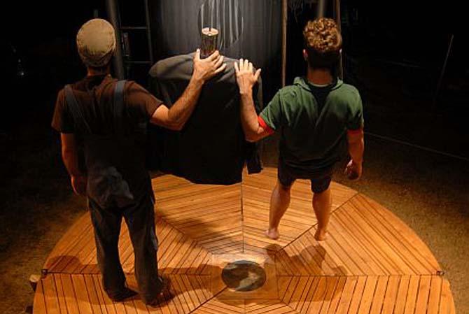 Circ Teatre Modern - Critique sortie Avignon / 2013 Avignon Espace Vincent de Paul