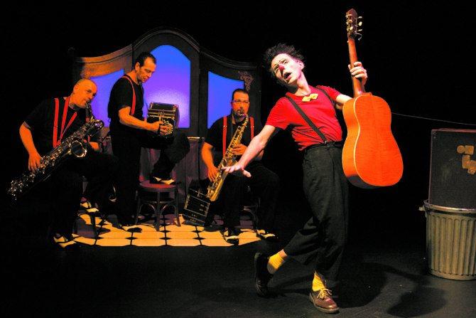 Guitare Amoroso - Critique sortie Avignon / 2013 Avignon THEATRE LA LUNA Avignon off