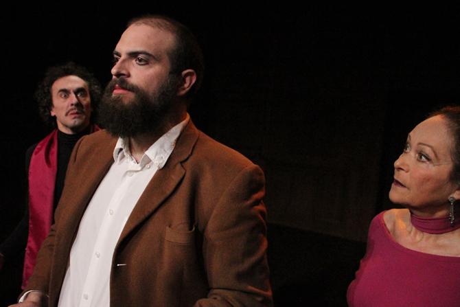 Audience, Vernissage et Pétition - Critique sortie Avignon / 2013 Avignon Espace Alya