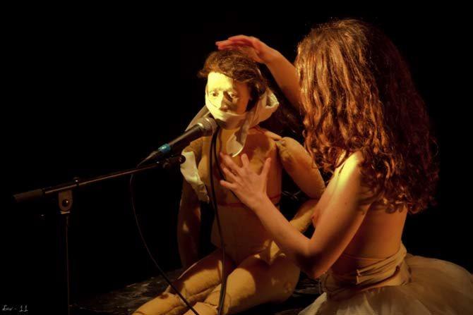 La Jeune fille et la Morve - Critique sortie Avignon / 2013 Avignon PRESENCE PASTEUR-SALLE MARIE GERARD