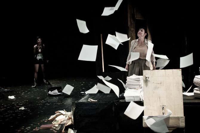 Tapage dans la prison d'une reine obscure - Critique sortie Avignon / 2013 Avignon Espace Alya