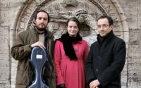 L'humour, la virtuosité et l'érudition de Riccardo Minasi, directeur musical de l'ensemble Musica Antiqua Roma.