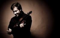 Légende : Philippe Graffin s'attaque au Concerto pour violon de John Corigliano. Crédit : Marco Borggreve.