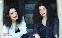 Légende : Les sœurs Labèque interprètent le Concerto pour deux pianos de Poulenc.