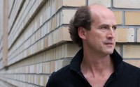 Légende : Peter Rundel dirige tout un week-end de concerts à la Cité de la Musique. © Henrik Jordan
