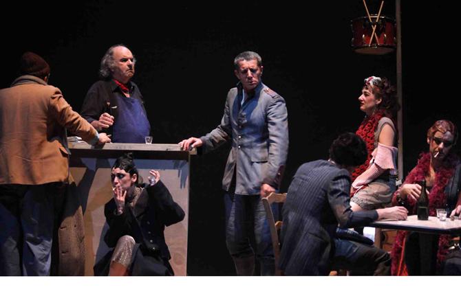 Tambours dans la nuit - Critique sortie Théâtre Béziers Théâtre Sortie Ouest
