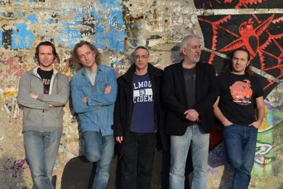 De gauche à droite : Frédéric Hervieu (claviers), Michael Mieux (chant), Mark Truman (guitare), Olivier Prieur (basse), Sylvain Cottet (batterie). © Didier Mariel