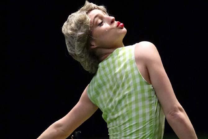 T.I.N.A - Critique sortie Avignon / 2014 Avignon Théâtre Golovine