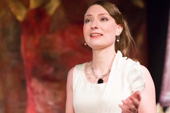 Crédit visuel : DR Légende : Caroline Rainette, metteure en scène et interprète de L'Aigle à deux têtes.