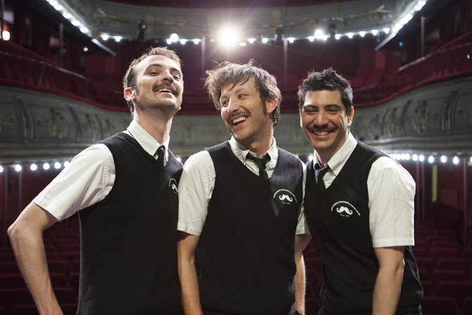 Le Petiloquent moustache poésie club - Critique sortie Avignon / 2014 Avignon Théâtre l'Arrache-Cœur
