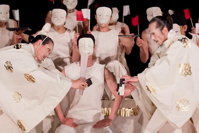 Un théâtre universel - Critique sortie Avignon / 2014 Barbentane Carrière de Boulbon
