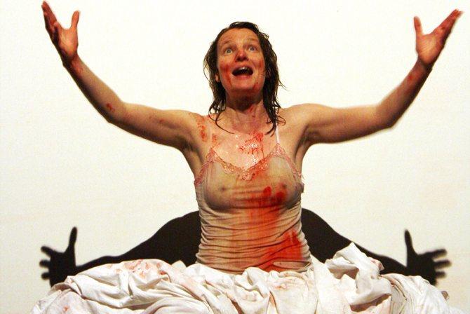 Crédit : Rachel Verdonck Légende : Agamemnon, dans la mise en scène de Cyril Cotinaut.