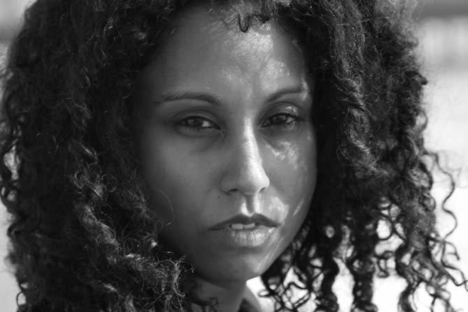 La chanteuse, auteure et compositrice Susheela Raman sera au 104 à Paris le 2 octobre.  © Andrew Catlin