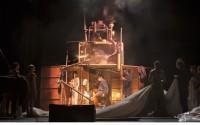 Tempus Fugit, par le Cirque Plume. Crédit : Yves Petit
