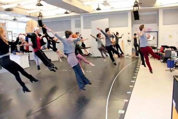 Photographie : A New York, Christopher Wheeldon fait répéter les danseurs. (c) Matt Trent