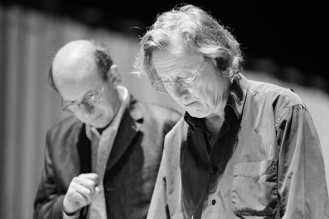 © Arthur Péquin Le compositeur Bernard Cavanna et Philippe Nahon, directeur d'Ars Musica, lors des répétitions de À l'agité du bocal.