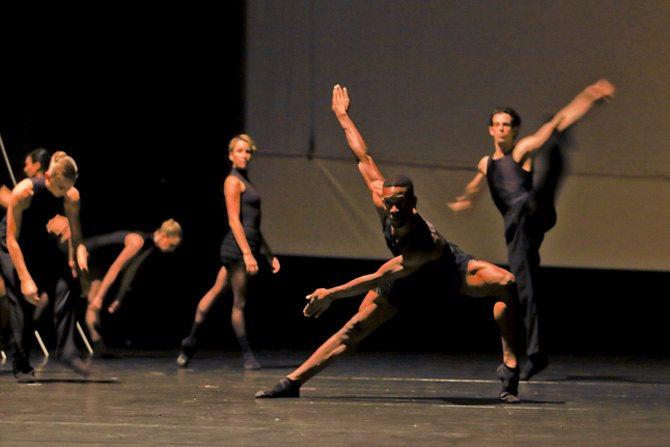 Ballet de l'Opéra de Lyon - Critique sortie Danse Paris Théâtre de la Ville