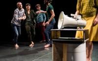 © Philippe Weissbrodt Cinq interprètes mettent en oeuvre une joyeuse dynamique.