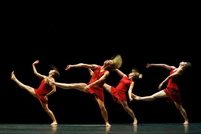 Ballet de l'Opéra de Lyon - Critique sortie Danse Pontoise L'APOSTROPHE - THEATRE DES LOUVRAIS