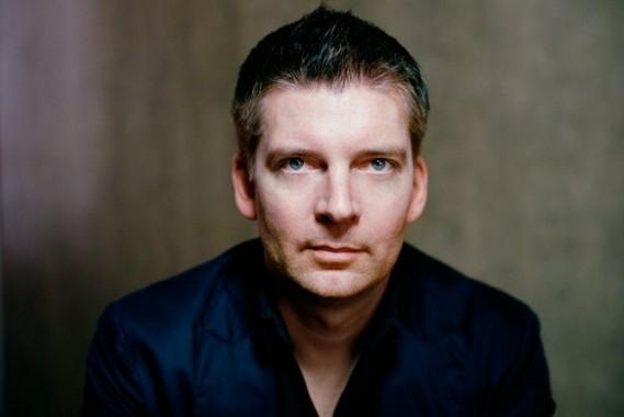Le compositeur et chef Matthias Pintscher, résident à la Philharmonie de Paris.  ©Edouard Caupeil