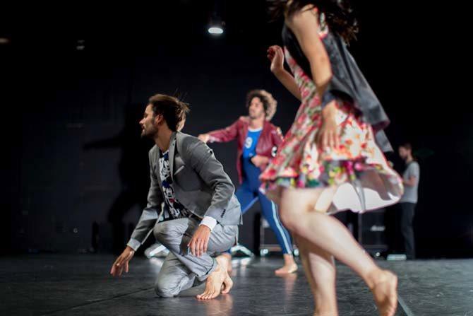 People in a field - Critique sortie Danse Paris Théâtre des Abbesses