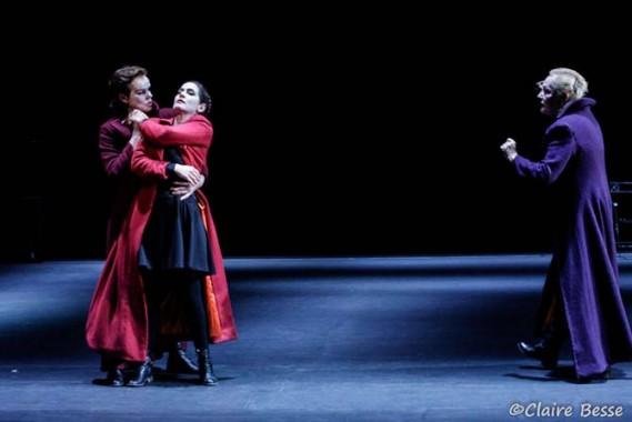 : Claire Nebout, Lara Suyeux et Marja-Leena Junker dans Cannibales. Crédit visuel : Claire Besse
