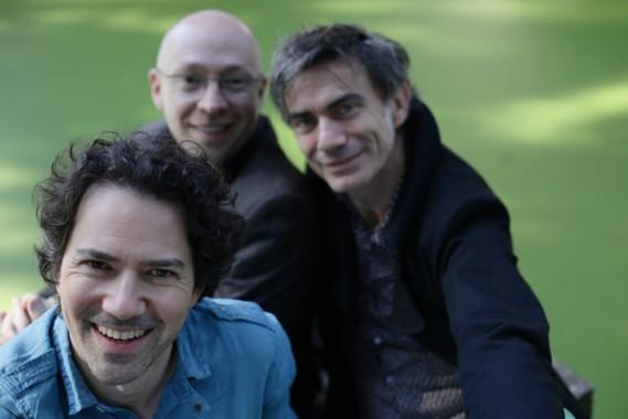 Le trio du guitariste David Chevallier est composé de Sébastien Boisseau à la contrebasse et Christophe Lavergne à la batterie.  © Annabelle Tiaffay