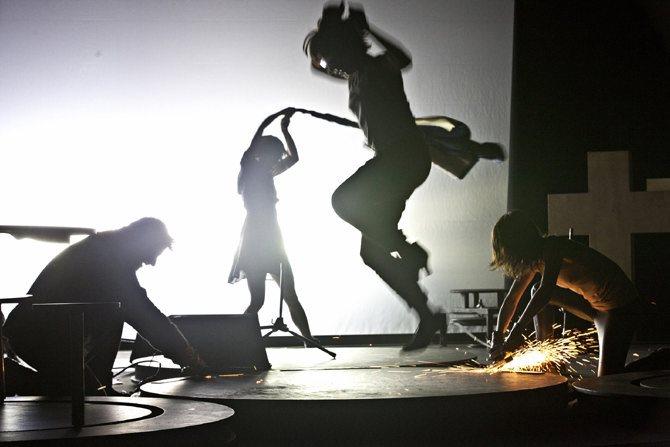 Rhapsodie démente - Critique sortie Danse Pontoise L'APOSTROPHE - THEATRE DES LOUVRAIS