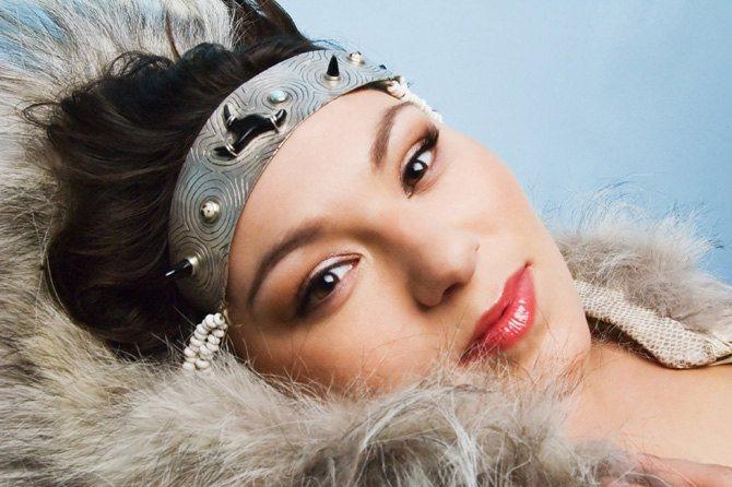 Bouleversante, Tanya Tagaq chante sa musique enracinée dans les chants inuits, à nulle autre pareille. © D.R.